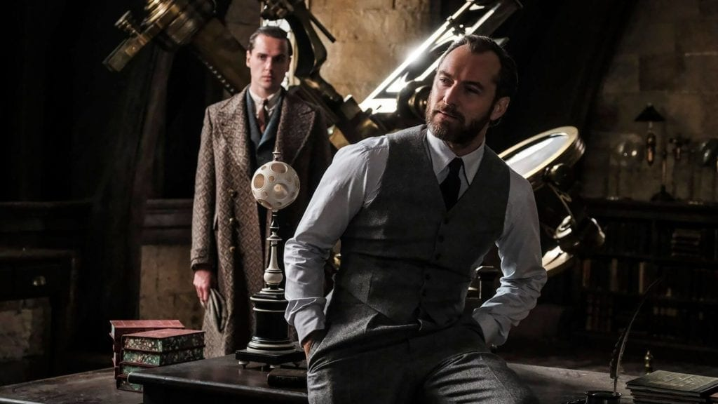 Jude Law in Fantastic Beasts The Crimes of Grindelwald